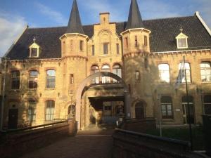 De hoofdingang van Blokhuispoort in Friesland