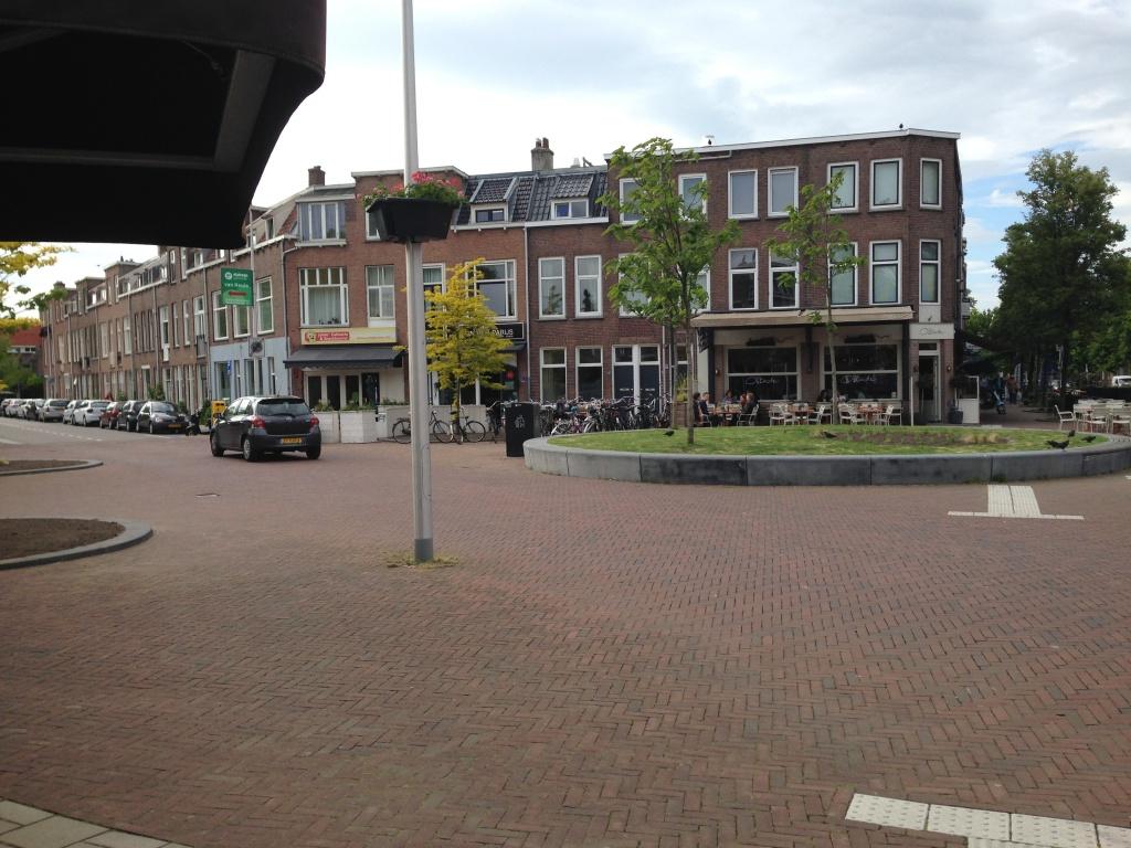 Het plein aan de Bosboomstraat met het huis van Laura