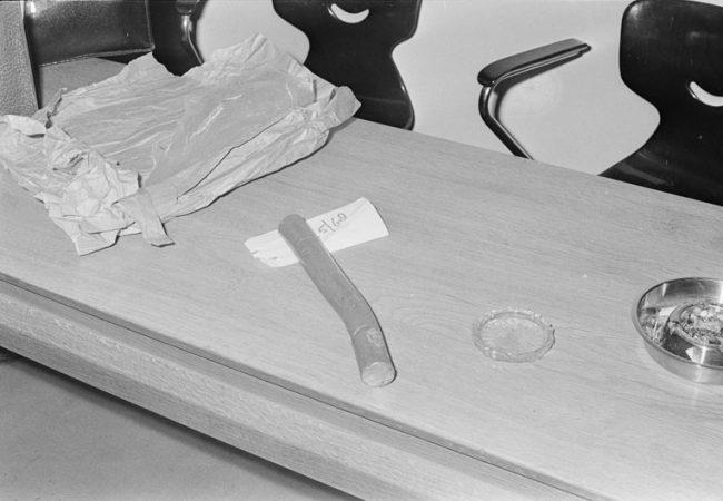 Het moordwapen van Hans van Z waarmee hij insloeg op Betje Woortmeijer© Cor Out